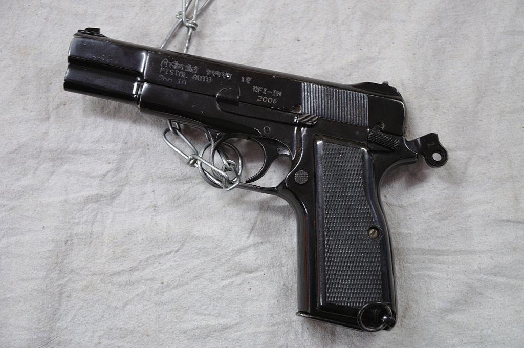 1024px-Pistol_Auto_9_mm_1A_-_Kolkata_2012-01-23_8779.jpg