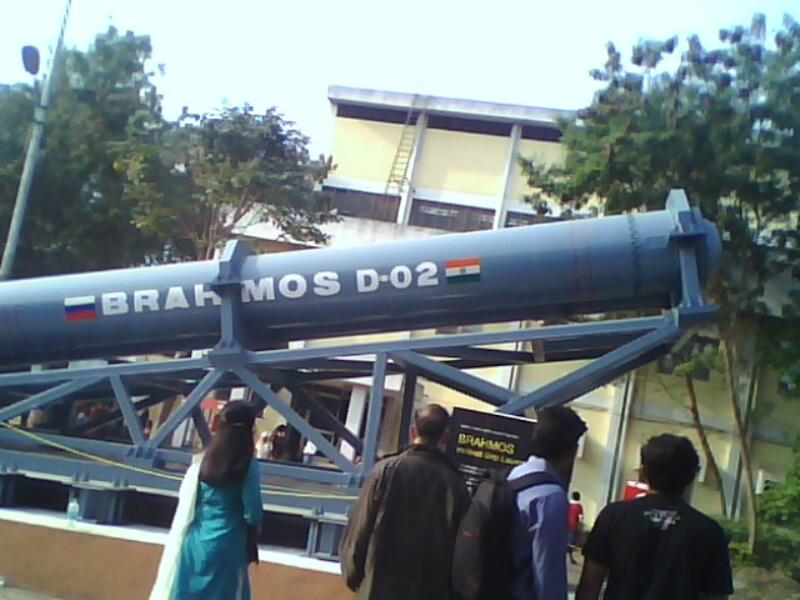 Brahmos_Missile_Launcher_D-02_Mobile_Autonomous_Launcher_(1).jpg